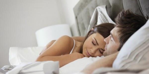 Risultati immagini per lui la guarda mentre dorme