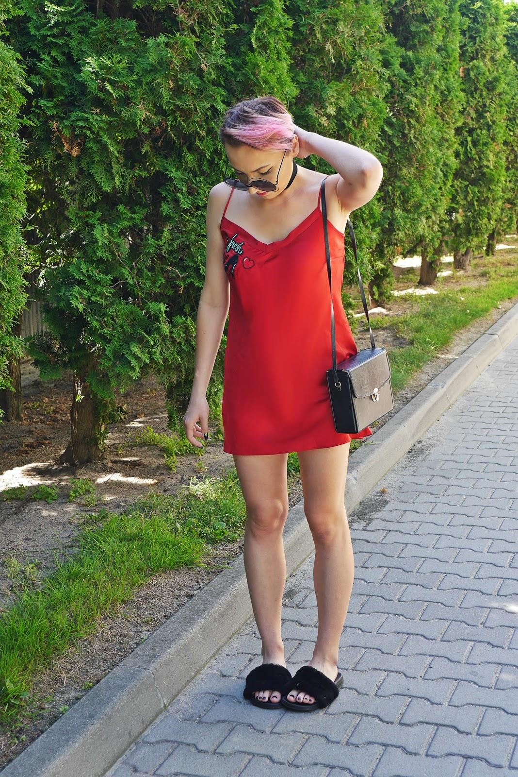 satin_dress_fluffy_slippers_karyn_blog_modowy_ootd_look_190717adf