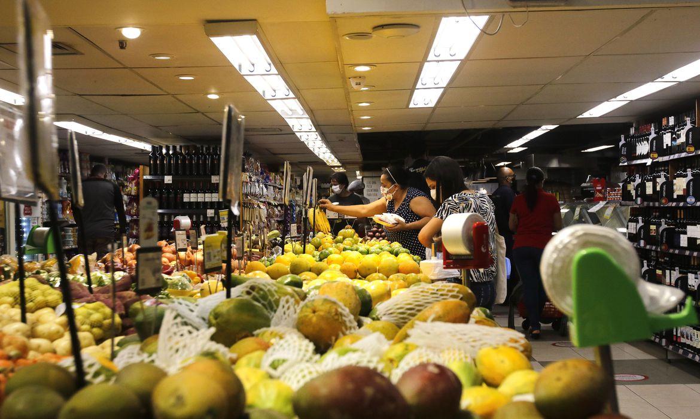 Consumo das famílias em supermercados cresce 4,84% em Julho