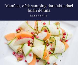 Salad buah dengan biji buah delima