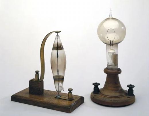 الذي اخترع المصباح الكهربائي