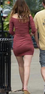 Linda chica calle tanga marcada vestido entallado