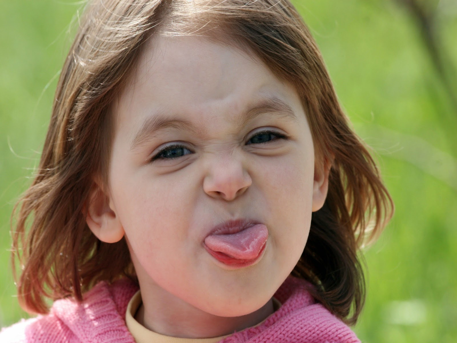 Foto ekspresi lucu bayi cantik menggemaskan