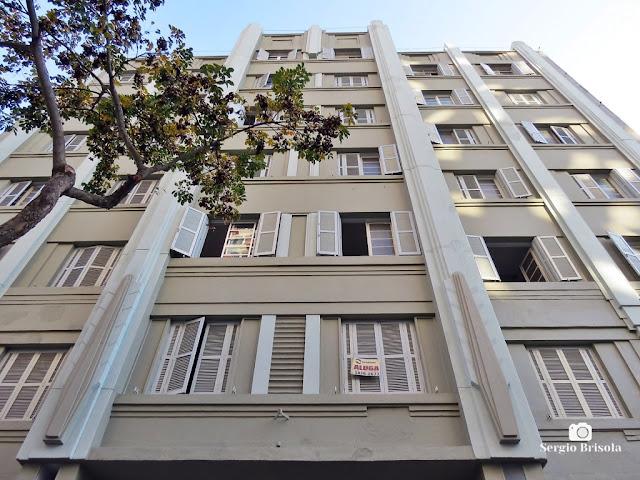 Perspectiva inferior da fachada do Edifício Banharão - República - São Paulo