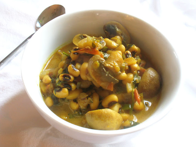 Curried Black-Eyed Peas with Mushrooms and Coconut Milk