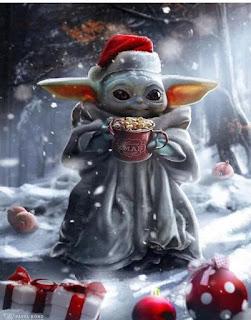 Baby yoda vestido papa Noel en Navidad