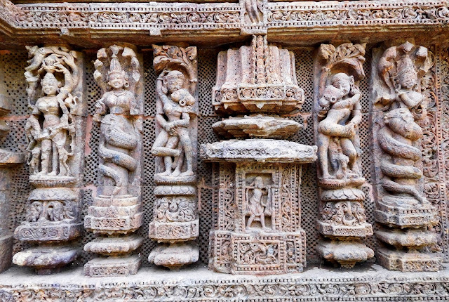 Naga elements and erotic sculptures on the walls of the Konarak Sun Temple