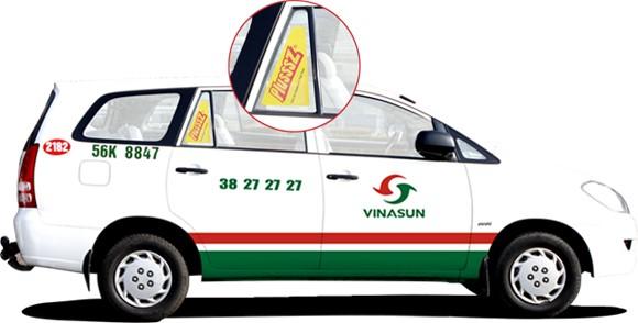 Dán Decal trên ô kính tam giác xe Taxi Vinasun
