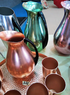 Jarras y vasos vintage feria de antiguedades de Noja