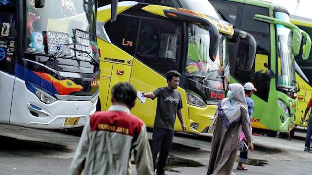 Jokowi Disemprot Sopir Bus karena Larang Mudik: Mau Makan Saja Susah Pak!
