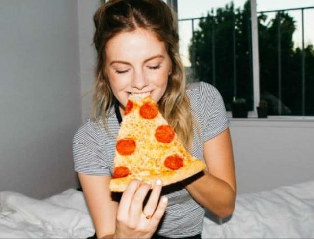 τρώμε πίτσα