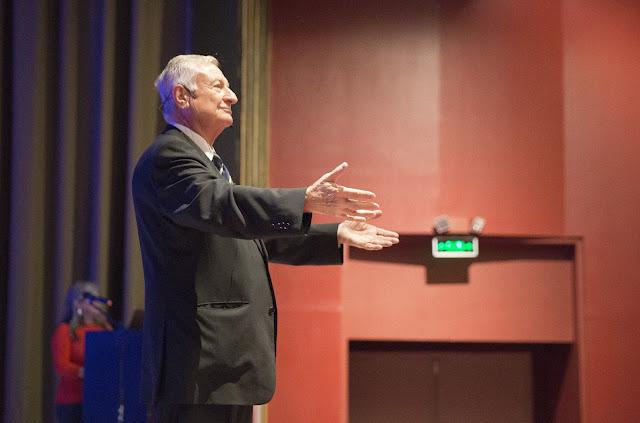 Conferencia de Ernesto Kahan, Premio Nobel de la Paz, en la USFQ