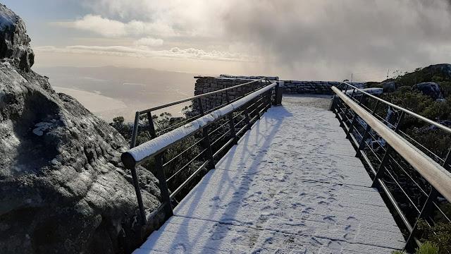 Även på Taffelberget ligger det snö.