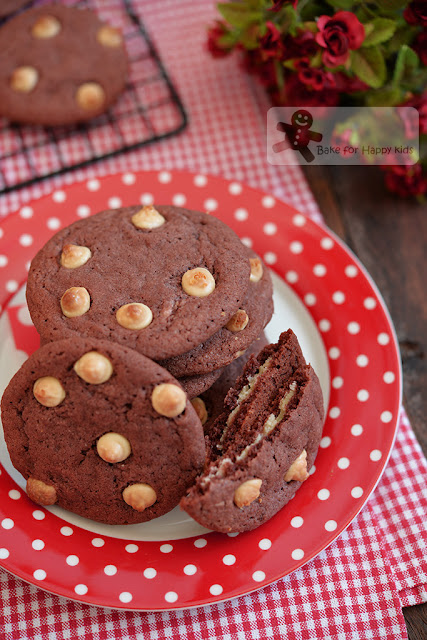 copycat Tim Hortons red velvet cookies cream cheese filling