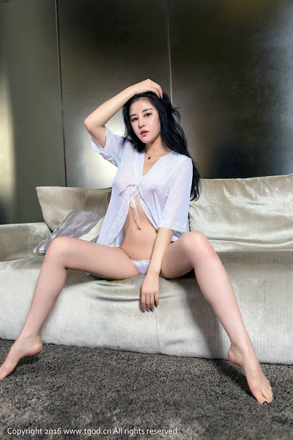 Hot and sexy big boobs nude photos of beautiful busty asian hottie chick Chinese booty model Ye Jia Yi photo highlights on Pinays Finest sexy nude photo collection site.