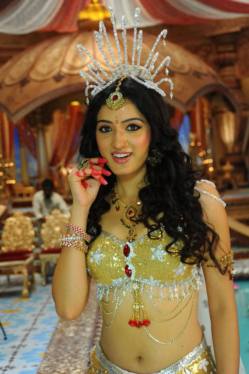 Beauty Galore Hd  Actress Richa Panai Showing Her Deep -7585