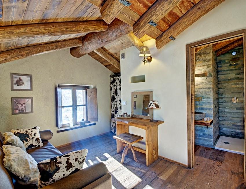 Zachwycająca drewniana chatka w Alpach, wystrój wnętrz, wnętrza, urządzanie domu, dekoracje wnętrz, aranżacja wnętrz, inspiracje wnętrz,interior design , dom i wnętrze, aranżacja mieszkania, modne wnętrza, styl rustykalny, styl klsyczny, drewniany dom, dom w górach, górska chata, pokój na poddaszu