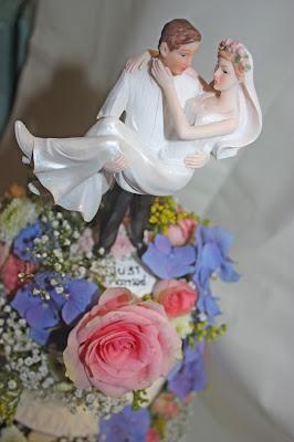 Hochzeitstorte mit Sommerblumen - Hochzeitskaffee - Kaffee und Kuchen auf der Seeterrasse, Seehaus am Riessersee, Riessersee Hotel Garmisch-Partenkirchen, #Riessersee #Hochzeit #Garmisch #bunte Wiesenblumen #Riessersee Hotel #heiraten #Bergwiese #freie Trauung