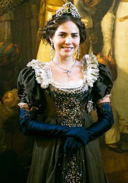 Leopoldina (Leticia Colin) Novo Mundo look