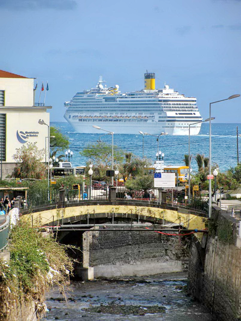 Costa ship leaves the city