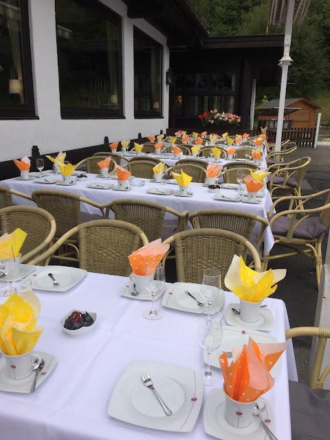 Coffee tables, orange yellow, Texas wedding in Germany, Bavaria, Garmisch-Partenkirchen, Riessersee Hotel, wedding destination location, wedding planner Uschi Glas, alps and lake-side wedding