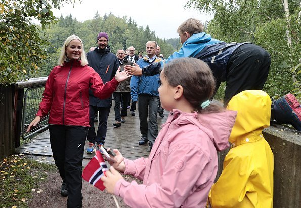 Crown Princess wore Norrona Clothing Jacket and Pants. Valentino dresscoat. Kjærrafossen Foundation. Kjærra Park