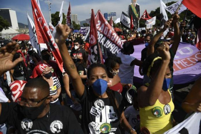 Brazil protesters denounce President Bolsonaro over coronavirus crisis