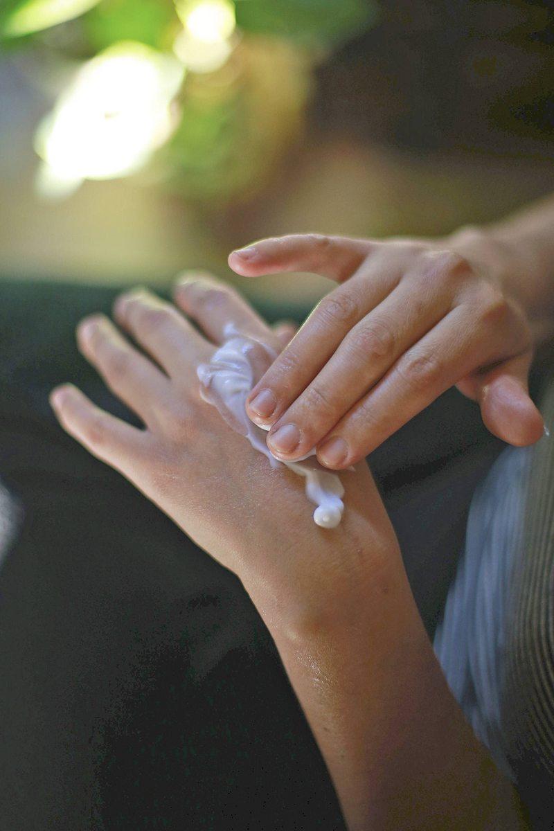 Por qué el dorso es la parte más sensible de la mano y cómo puede cuidarla del jabón y el alcohol gel