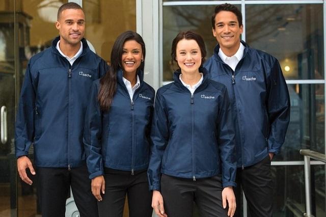 Áo khoác đồng phục đang hướng tới phong cách đơn giản, thanh lịch