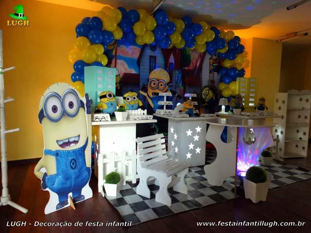 Decoração de mesa provençal tema dos Minions para festa de aniversário infantil