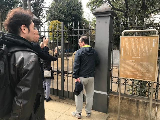 谷中霊園内にある徳川慶喜公のお墓です。