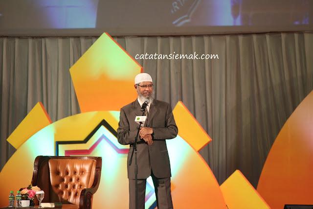 Mengikuti kuliah umum bersama DR Zakir Naik. Ulama hanif milik kaum muslimin yang telah mengislamkan ribuan orang dari berbagai tempat.