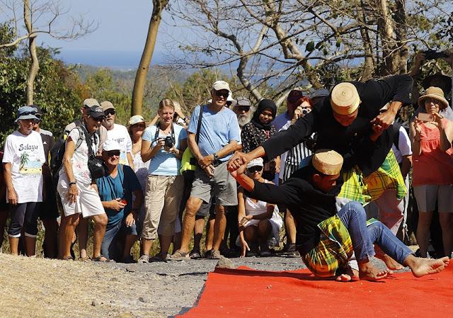 International Yacht Rally Participants Admire Bipang Traditional Cakes From Selayar