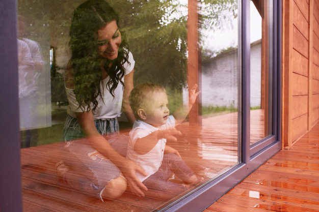Perkembangan bayi 8 bulan menjadi salah satu momen luar biasa untuk bayi. Mom juga pasti ikut menunggu kejutan apa yang diperlihatkan oleh bayi.