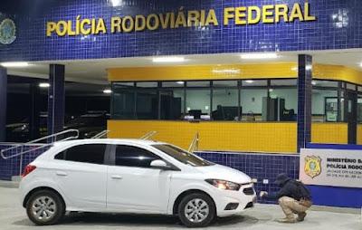 Em Santana do Ipanema/AL, motorista que fugiu de cena de acidente é preso pela PRF/AL em casa com carro roubado