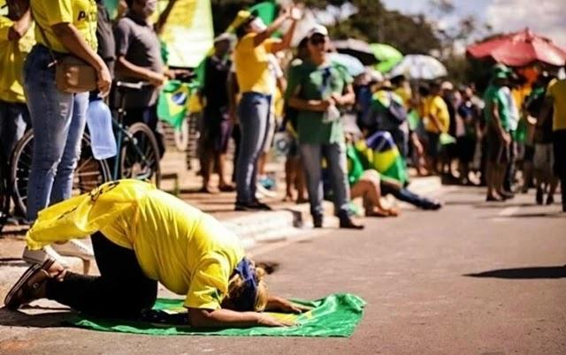Negociando cargos, centrão minimiza participação de Bolsonaro em ato contra Congresso e STF