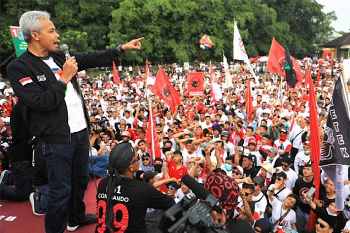 Bendera Dibakar Massa di DPR, Ganjar: Itu Menyudutkan Seolah PDIP PKI