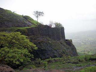 Asherigad Fort (  अशेरीगड)