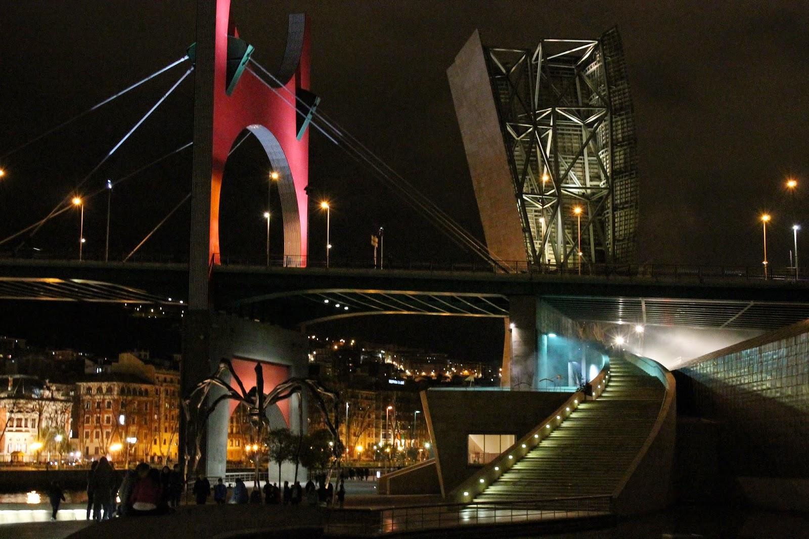 Vistas de noche en Guggenheim Bilbao
