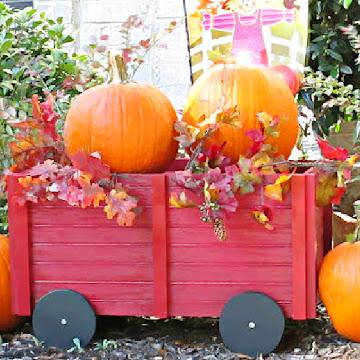 DIY Wooden Wagon For Outdoor Décor