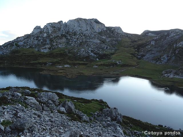 Vista del Lago Ercina según vamos iniciando la ruta.