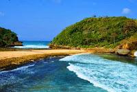 Wisata Pantai Batu Bengkung Malang 1