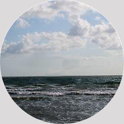 Kuvassa tuuli nousee järvellä! Jutun lopussa olevien kuvien yhteydessä on Eeron itsensä laatimat, sisältöä selkeyttävät kuvatekstit .