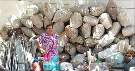 Mãe junta 300 kg de recicláveis para realizar sonho de filho estudar no exterior
