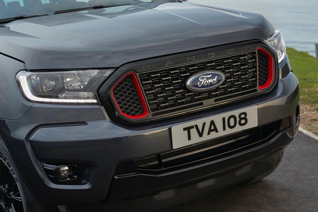 Ford Ranger Thunder ra mắt - dáng Ranger, động cơ Raptor