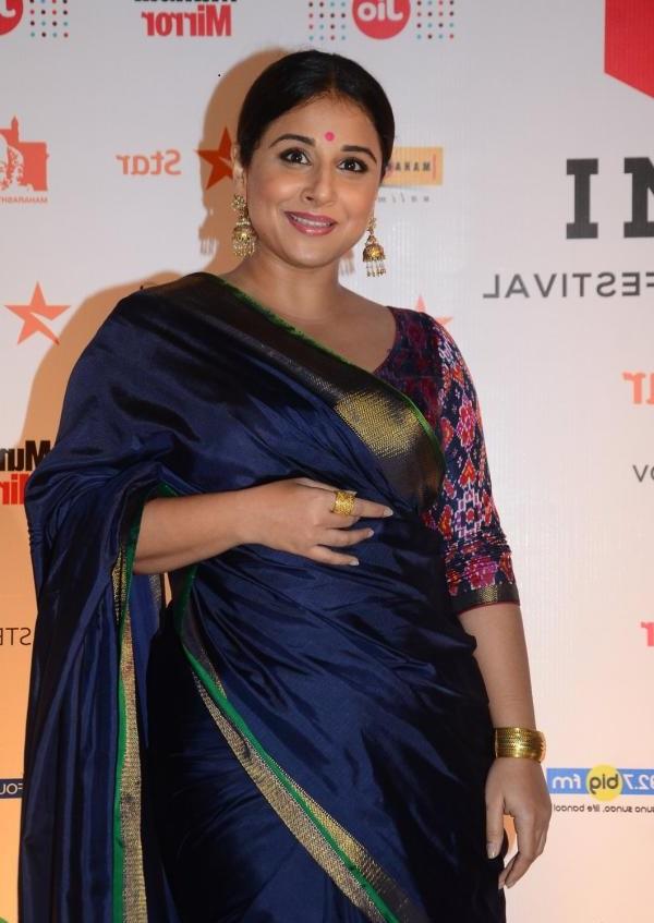 Vidya Balan 2016 Very Hot Hot Photos In Blue Saree