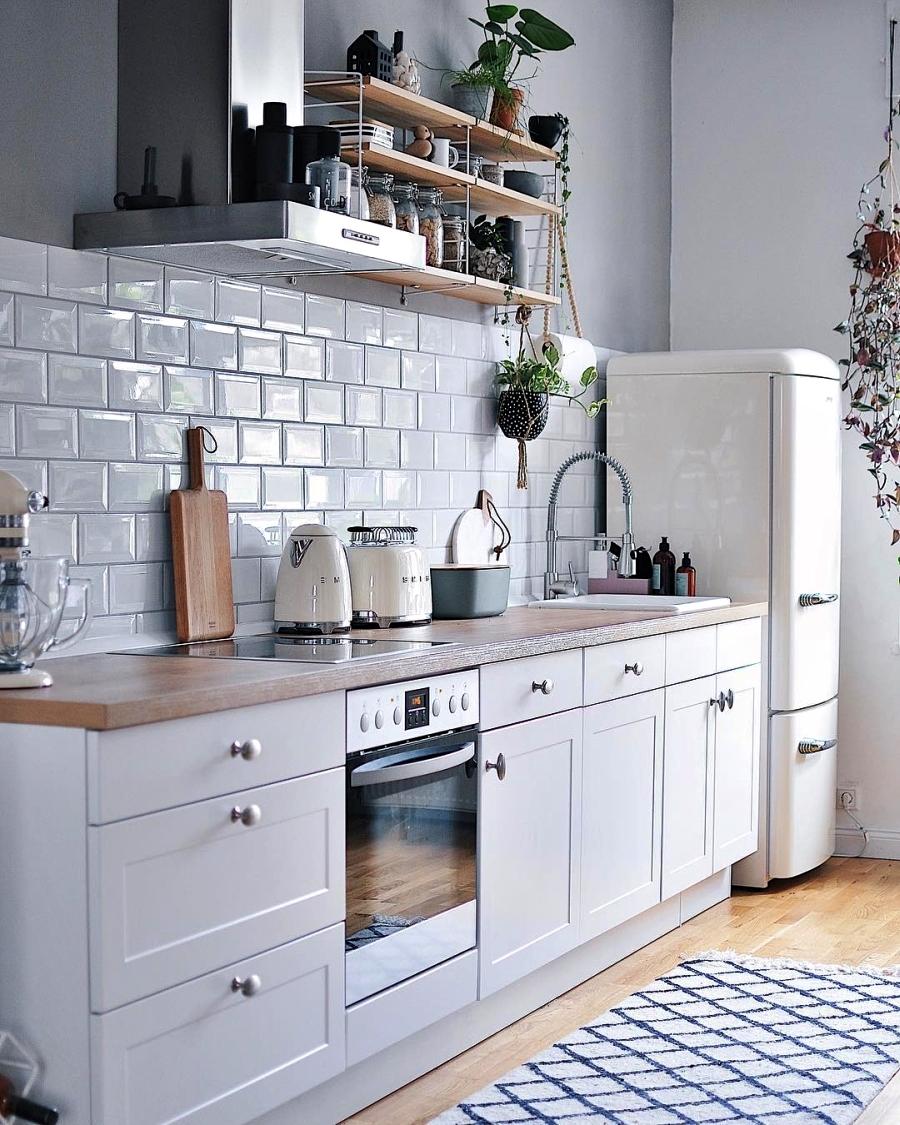 Szarości, prostota i odrobina skandynawii, wystrój wnętrz, wnętrza, urządzanie domu, dekoracje wnętrz, aranżacja wnętrz, inspiracje wnętrz,interior design , dom i wnętrze, aranżacja mieszkania, modne wnętrza, szare wnętrza, styl skandynawski, scandinavian style, urban jungle, kuchnia, kitchen, biała kuchnia, skandynawska kuchnia, projekt kuchni, meble kuchenne
