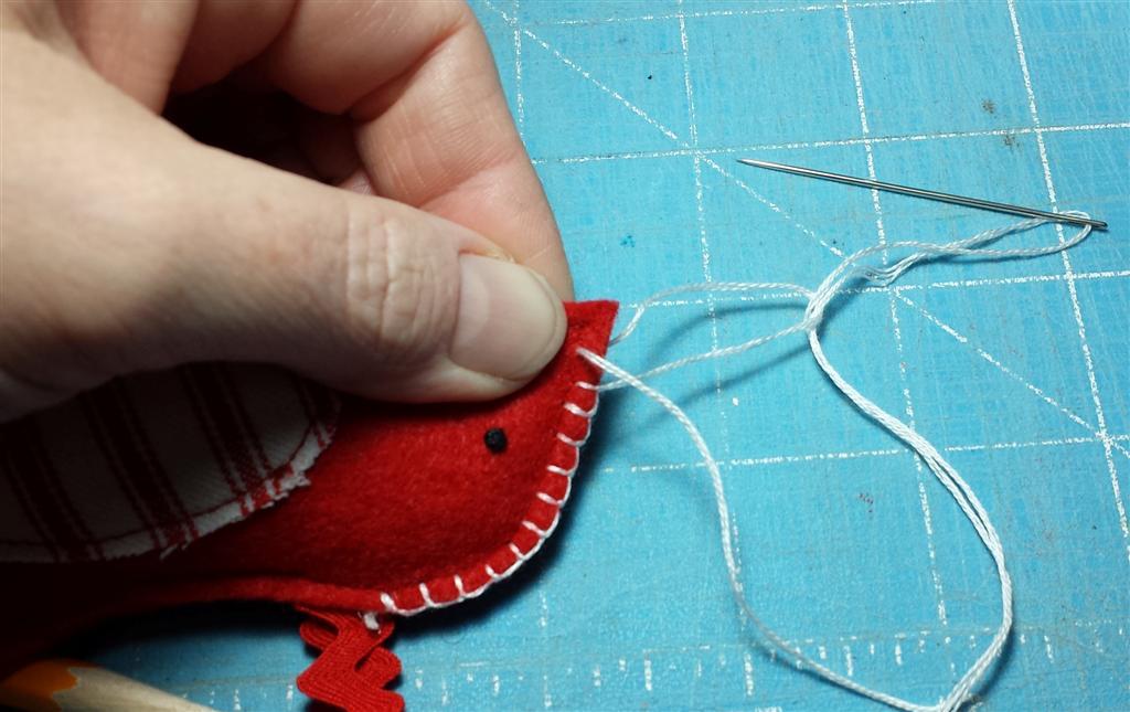 Bordado bordado manta, ornamento de Natal sentiu pássaro vermelho, via refabulous livre tutorial e padrão