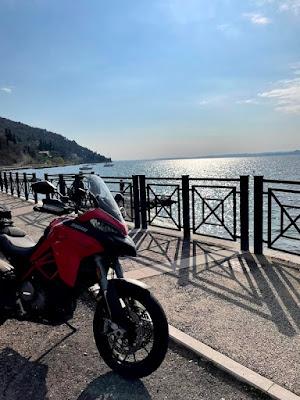 Giro in moto sul Lago di Garda: il versante Veneto
