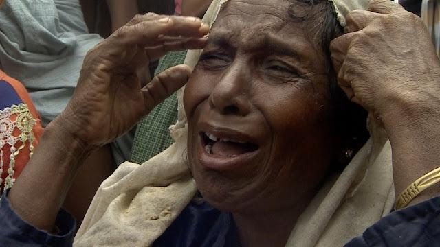 Rohingya woman cryingPara pengungsi seperti Dil Bahar ini mengalami trauma dan kelelahan - dan menyimpan kisah-kisah penderitaan yang mengerikan. (Varun Nayar/BBC)